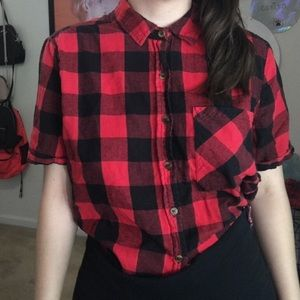 Cropped plaid top